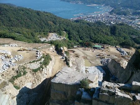 日本の石材を採掘する山です