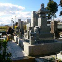 本巣市で墓石リフォーム工事、玉砂利入れ、参道整備