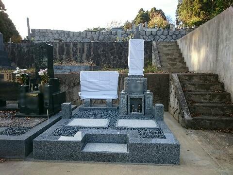 大垣市 安楽寺様墓地で新しい大島石の墓石を建立