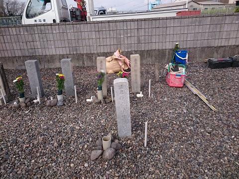 本巣市 数屋墓地で墓標建立工事