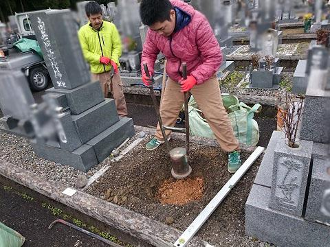 大垣市 青野霊園で墓標の設置工事