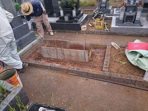 大垣市 北部霊園で新しい墓石の建立①基礎工事