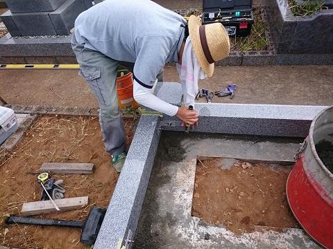 大垣北部霊園で新しい墓石工事②外柵設置