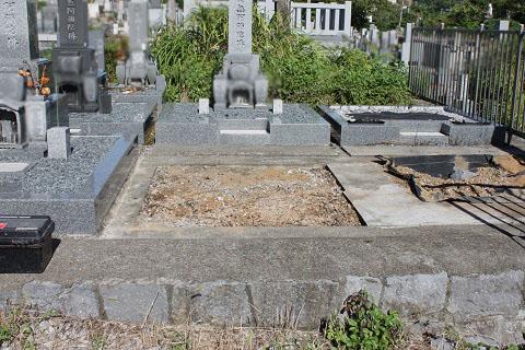 大垣市 勝山北墓地で新しい墓石工事①外柵設置
