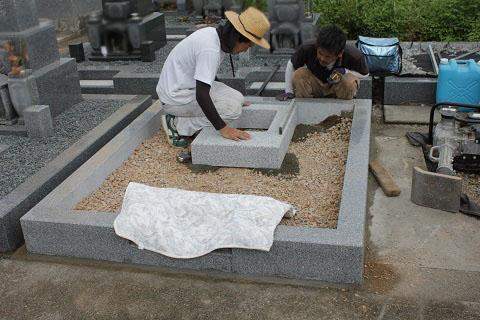 大垣市 勝山北墓地で新しい墓石工事②墓石建立