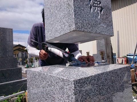 大垣市 昼飯霊苑で新しい墓石工事②大島石の墓石設置工事