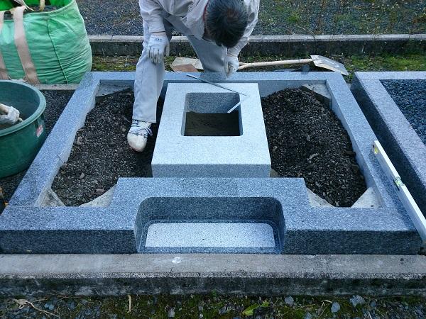 お墓の納骨室設置工事