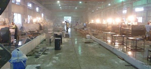 中国の墓石工場