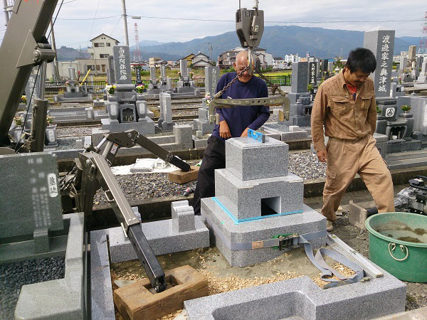 中井様のお墓工事 墓石本体設置工事