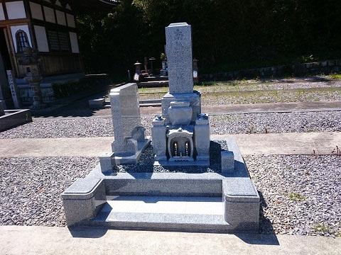大垣市 国分寺様で新しい墓石の建立工事