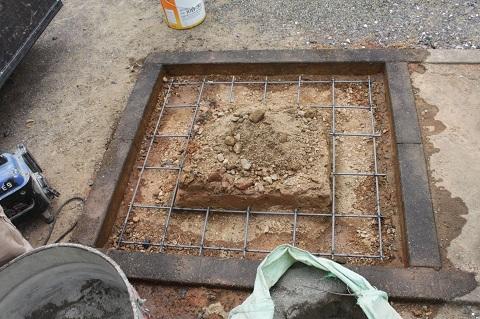 大垣市 桧町墓地で墓石リフォーム工事①墓石解体・基礎コンクリート