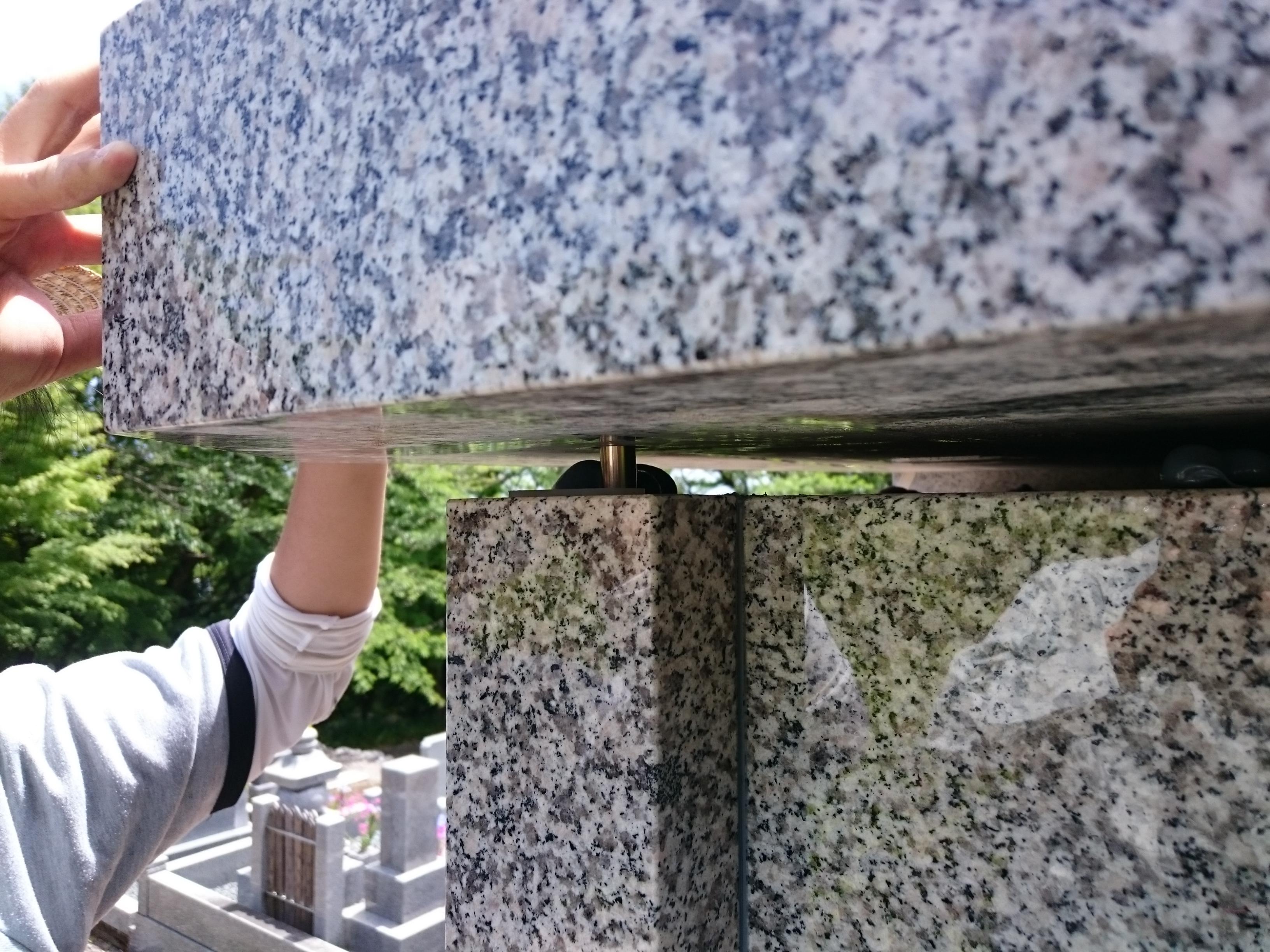 大垣市 こくぞうさんで納骨堂工事⑪天板設置