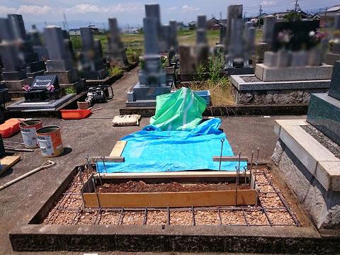 岐阜市 日置江墓地で墓石リフォーム工事①解体・基礎工事