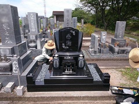 安八町 牧霊園で新しい墓石建立工事③墓石本体設置・完成