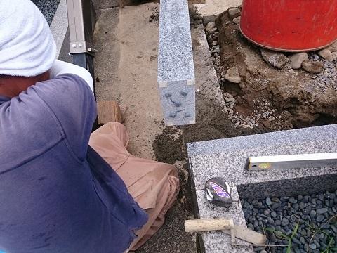 大垣市 長松墓地で新しい墓石工事②外柵設置