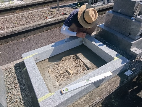大垣市営青野霊園で新しい墓石工事②外柵設置