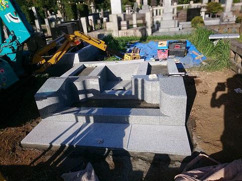 東京都 青山霊園で新しい墓石工事③日本加工大島石の外柵設置