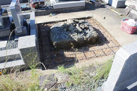 大垣市 長松墓地で新しい墓石工事①基礎コンクリート
