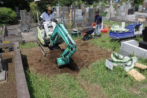 東京都営 青山霊園で新しい墓石工事①掘削・鉄筋組み