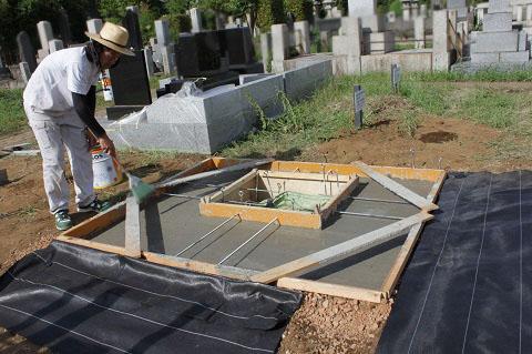 東京都営 青山霊園で新しい墓石工事①基礎工事
