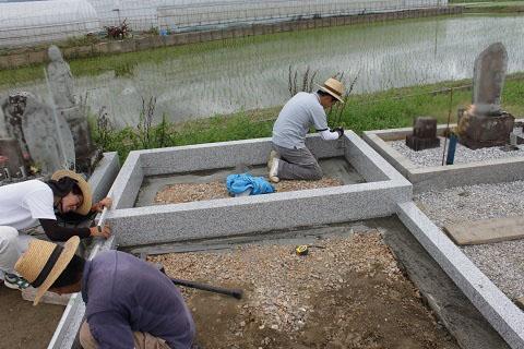 安八郡神戸町 斉田墓地で墓石リフォーム工事②外柵設置
