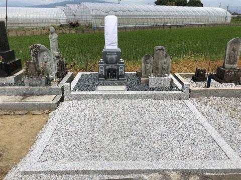 安八郡神戸町 斉田墓地で墓石リフォーム工事③墓石設置
