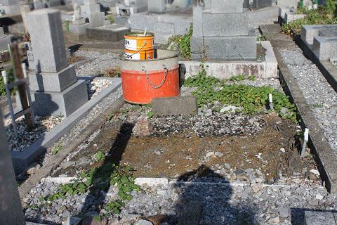 大垣市 昼飯霊苑で新しい墓石工事①基礎工事