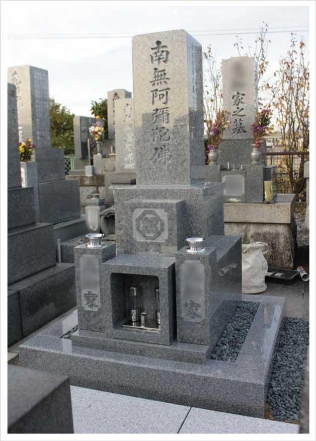 完成した庵治石の墓石