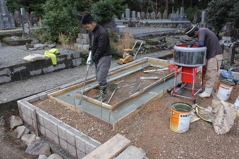 垂井町 宮代墓地で墓石リフォーム③基礎工事
