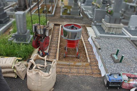 大垣市 熊野墓地で墓石リフォーム②基礎コンクリート