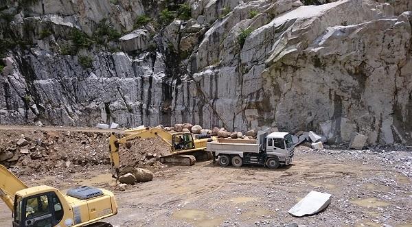 庵治石の採石場